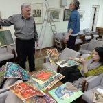 Рабочий момент создания выставки Тамары Рейн