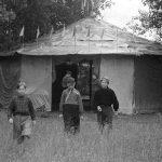 Коля Головчинер: Туристский лагерь 46 школы. Коля в центре, 1957г.
