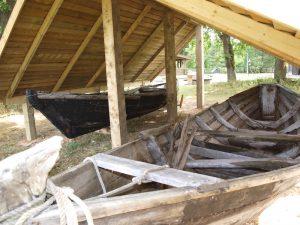Самолва: навес для лодок
